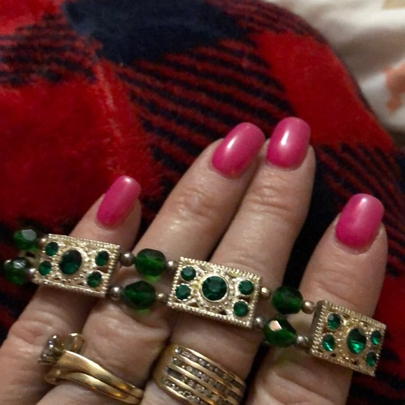 unknown Jewelry - Green and Gold stretch bracelet